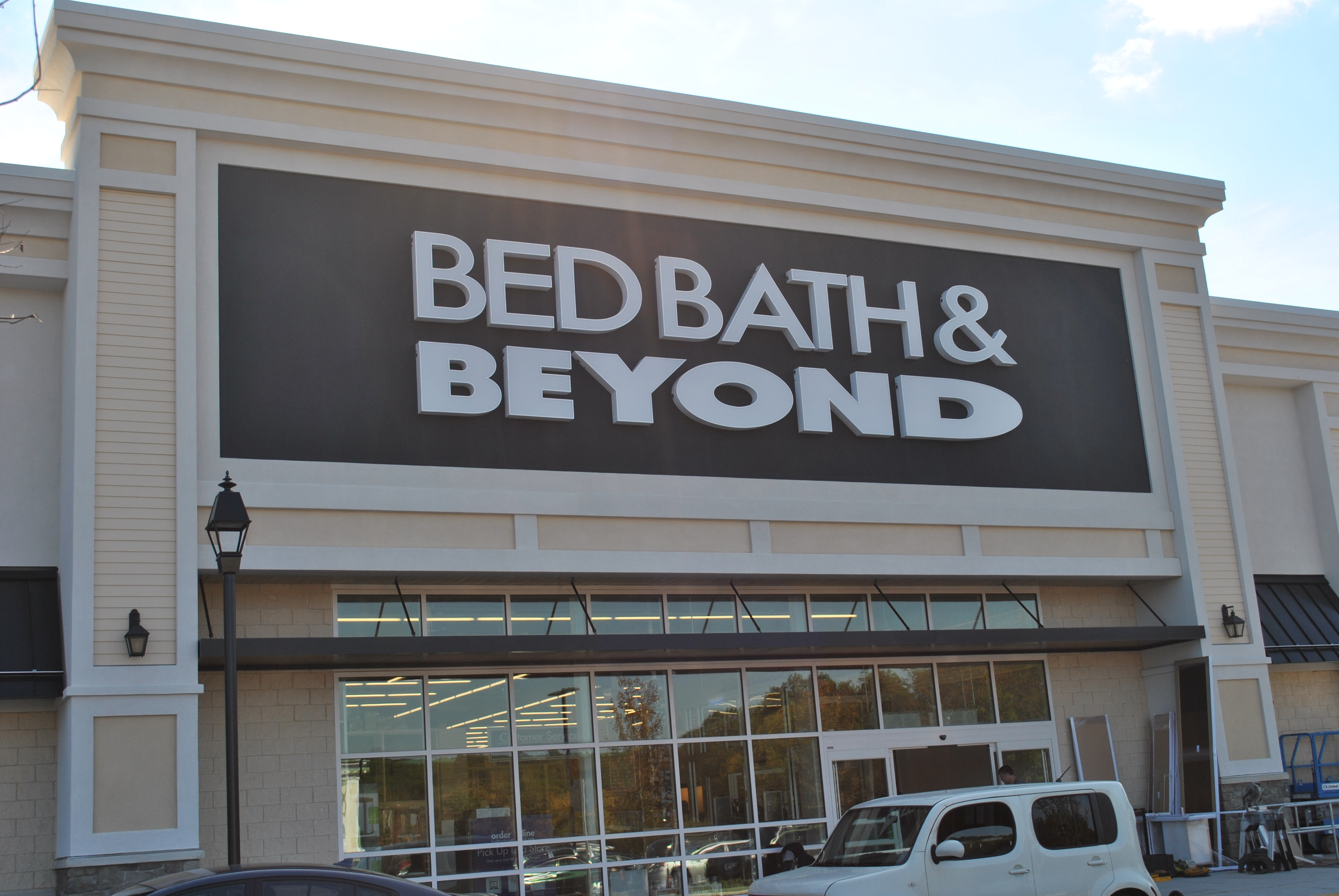 4/5/17 - Bed Bath & Beyond# is how online purchases appear on credit card statements. I got a text alert from my credit card for $1, If you don't get alerts, I .
